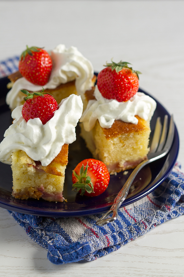 Strawberry cake: an easy, delectable, strawberry filled cake! Perfect for when you're running short on time, but want something from the oven.